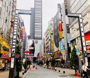 歌舞伎町の入口の写真