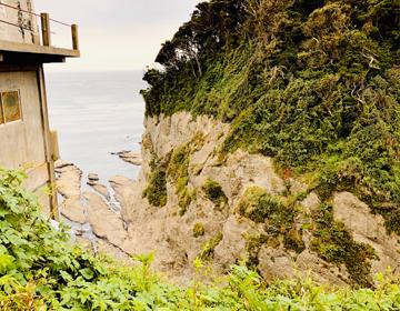 挿入写真「江の島の断崖絶壁」
