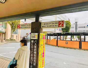 草加駅東口バスロータリー