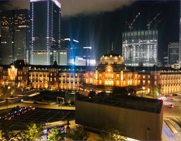 展望テラスから見た東京駅の写真