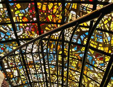 彫刻謎「ステンドグラスの建造物」の写真